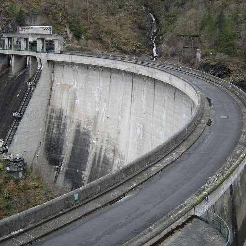 Vannes de l'évacuateur de crues  en rive gauche du barrage de MAREGES - SHEM
